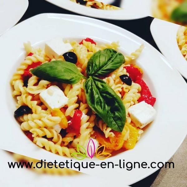 Assiette équilibre alimentaire : pâtes aux poivrons et fêta