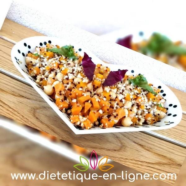 Assiette équilibre alimentaire végétarienne : boulgour, pois chiches, carottes